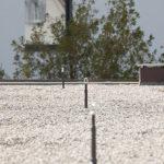 Ein Flachdach mit nutzbarer Fläche und Absturzsicherungen, ausgeführt von der Firma Boehi + Wirz AG.