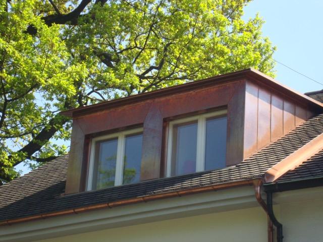 Dachfenstergaube. Eine schöne Spenglerarbeit von Böhi + Wirz.